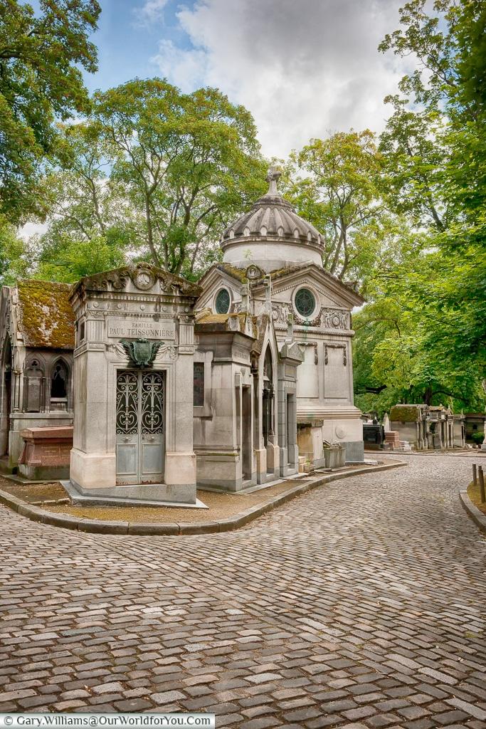 Wandering through Père Lachaise Cemetery, Paris, France