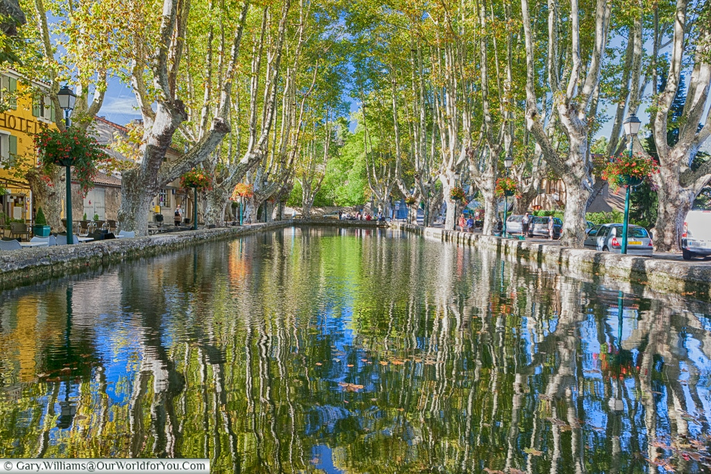 The village pond at Cucuron, Provence, France