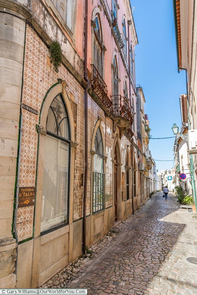 Little lanes, Tomar, Portugal