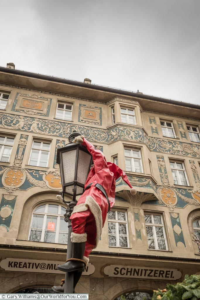 Climbing Santa, Munich, Germany