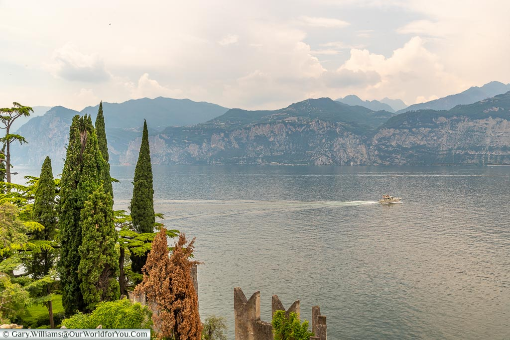 A view acroos the lake from the Castello Scaligero.