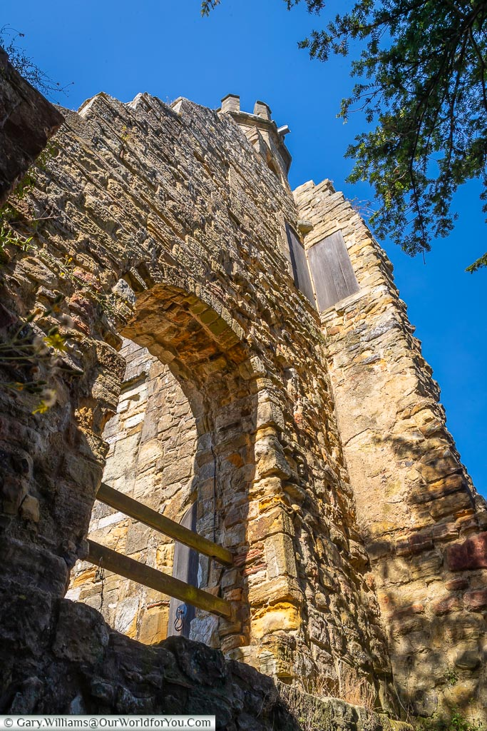 Looking up at the end of the gatehouse walls from the eastern end.