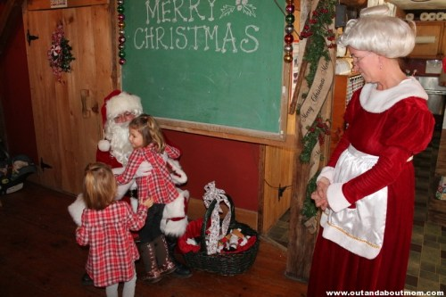 Flamig Farm_Breakfast with Santa_Out and About Mom_5032