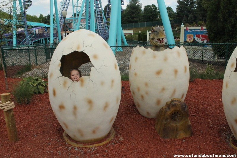 Lake Compounce_#Dinoexpedition_#lakecompounce_out and about mom_things to do with kids in connecticut (106)
