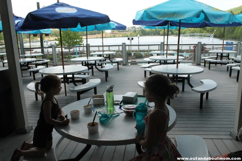 Lake Compounce_#Dinoexpedition_#lakecompounce_out and about mom_things to do with kids in connecticut (214)