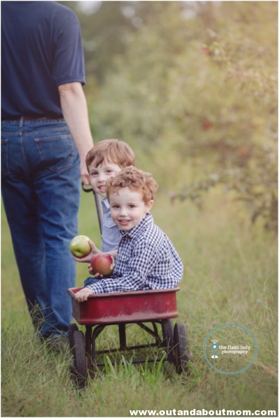gale-family-fall-apple-picking-web_0008
