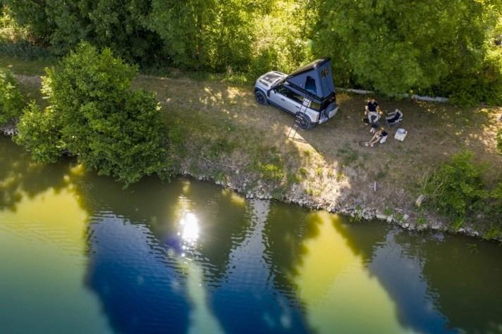 03_Land-Rover-en-Autohome-ontwikkelen-robuuste-daktent-voor-nieuwe-Defender-110
