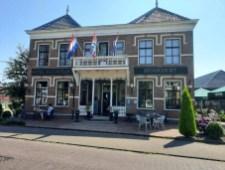 Tegenover het station van Loppersum