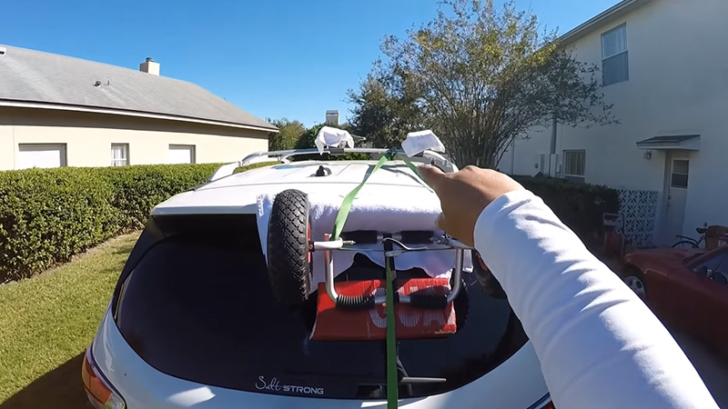 Putting A Kayak On Roof Rack By Yourself 4