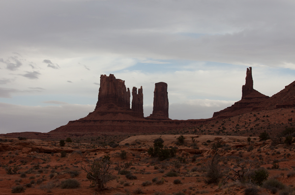 Original photo of Monument Valley before curves adjustments