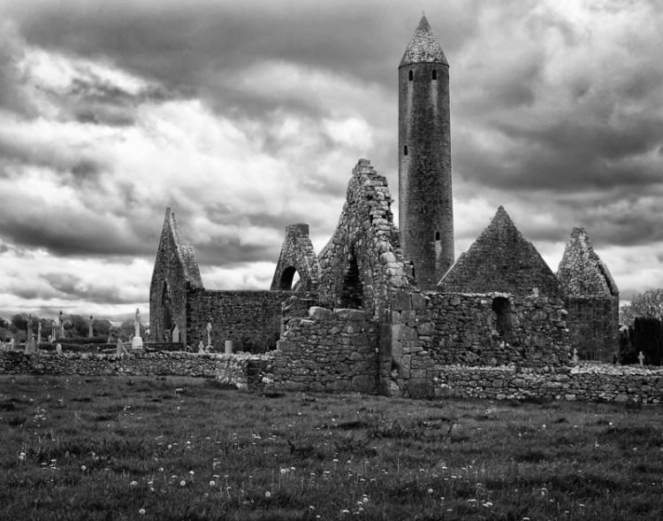 Travel planning - Kilmacduagh Abbey ruins