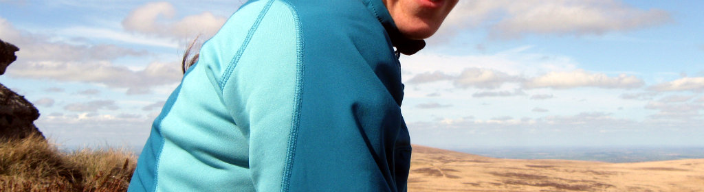 Hybrid garment mixing fleece and softshell