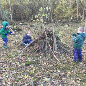 boys building den