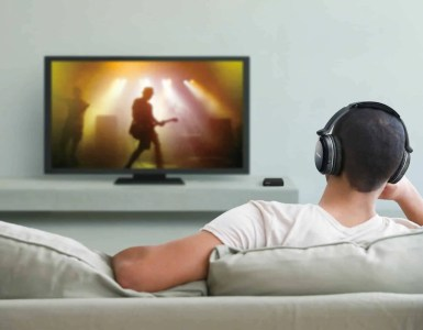 10 Best Wireless Headphones for TV - Outeraudio