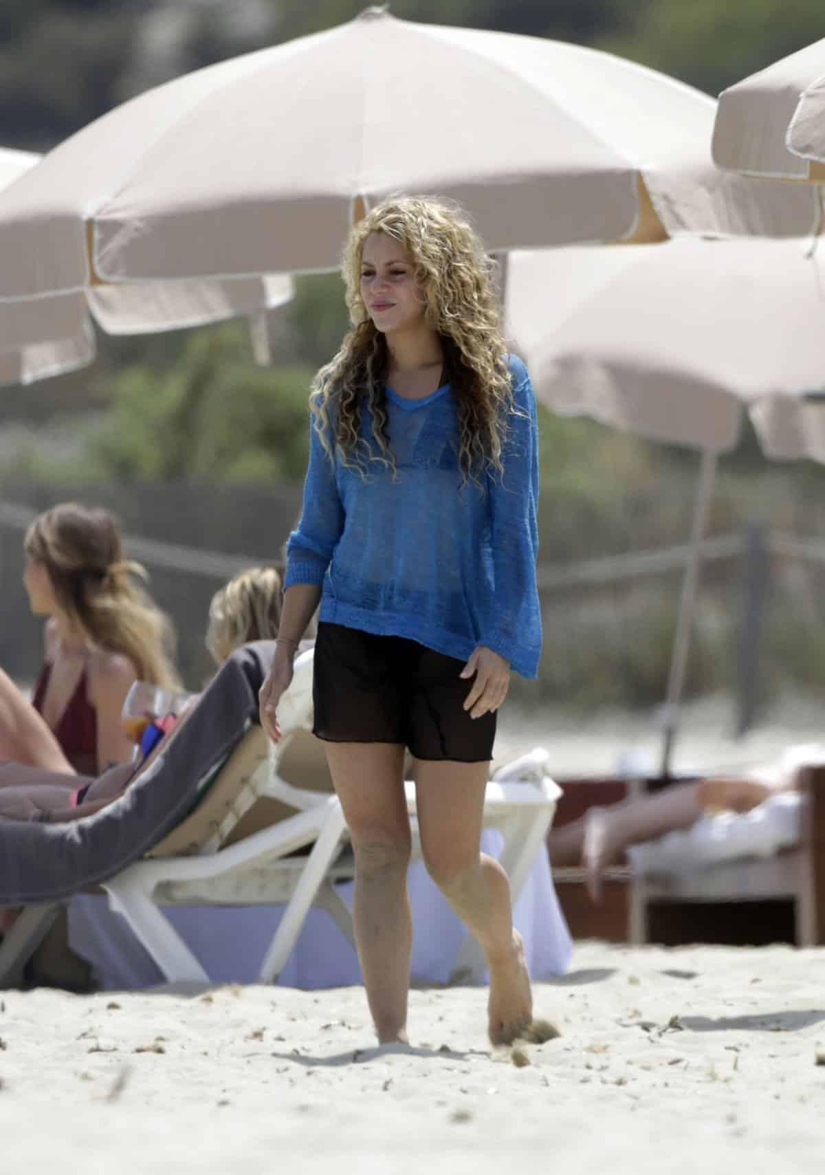 Hollywood Celebrities Beach Outfits 30 Top Celebs In Beachwear