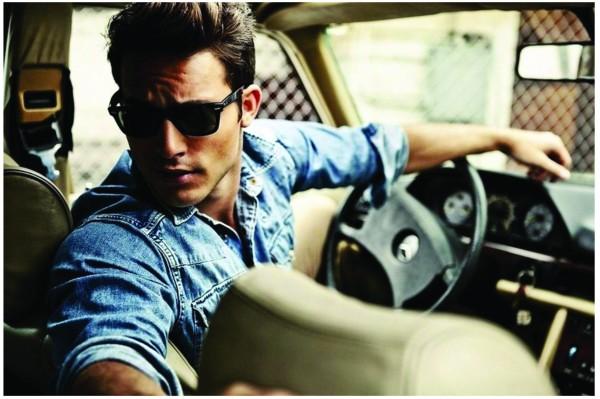 Gay sudues boy in car