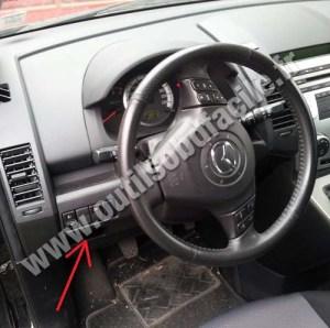 Einbauort der OBD2Stecker in Mazda Mazda 5 (2005  2010