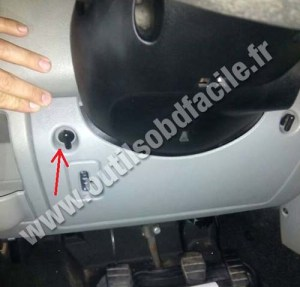 OBD2 connector location in Renault Master (1997  2010