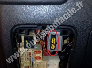 OBD2 connector location in Renault Master 3 (2010  2014)  Outils OBD Facile