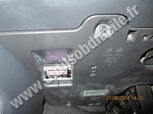 OBD2 connector location in Volkswagen Eos (2006  )  Outils OBD Facile