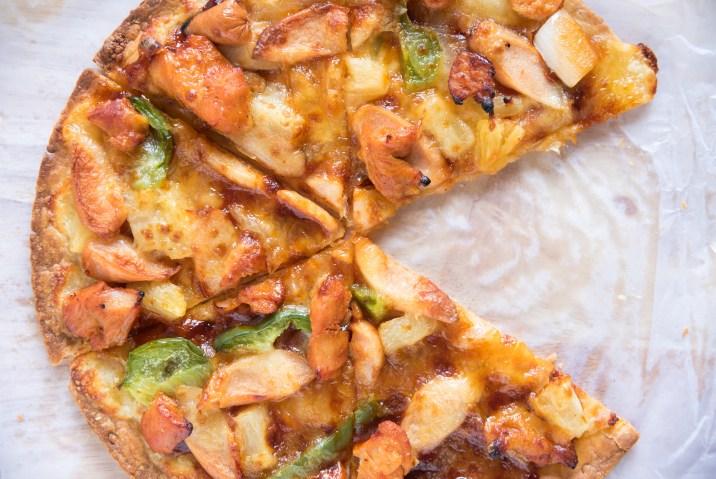 Pizza con base de tortilla low carb