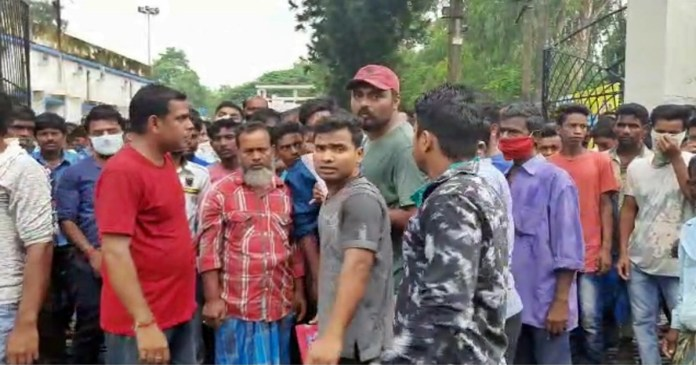 Demonstration of returning worker for ration coupon distribution