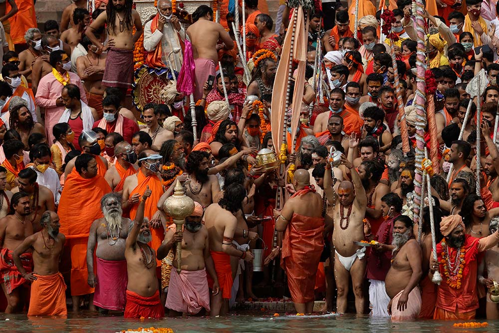 Outlook India Photo Gallery - Kumbh Mela 2021: A Glimpse At The Shahi Snan With Covid-19 Norms In Place
