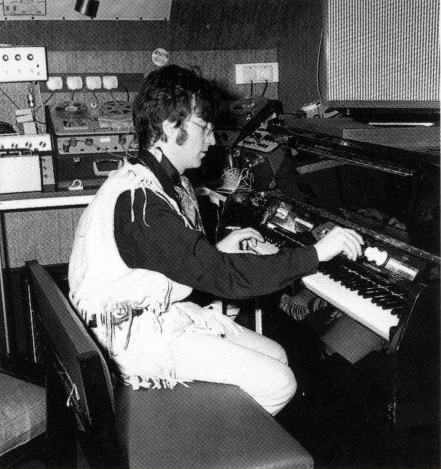 Mellotron Mark II - John Lennon - Weybridge 1967