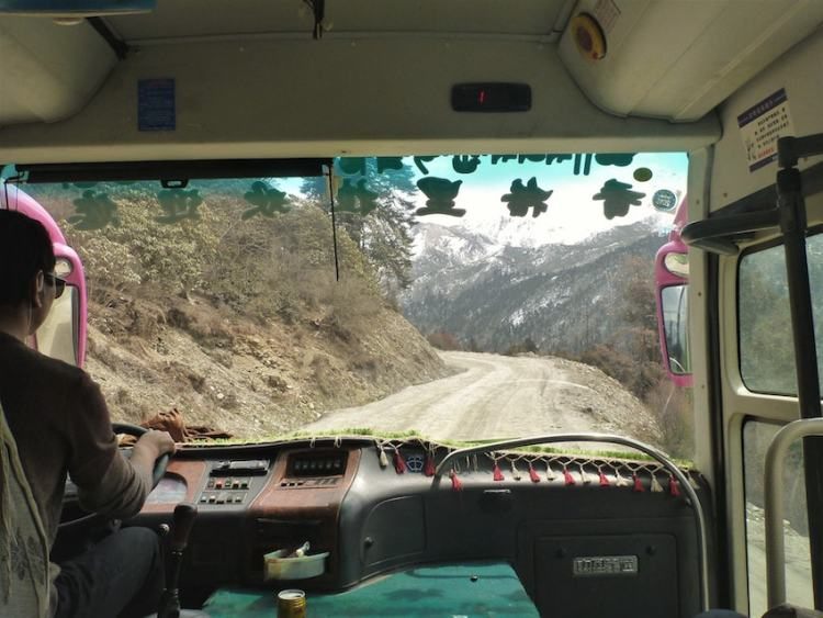 Road between Shangri-La and Litang in China/Tibet
