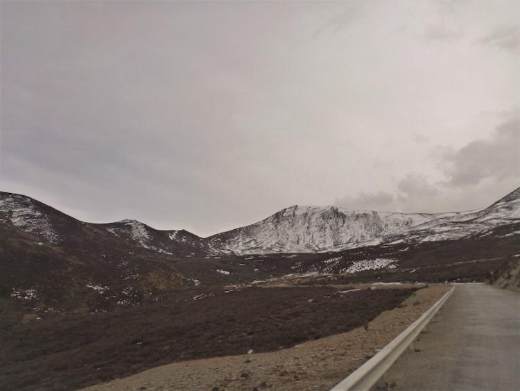 Mountains between Shangri-La and Litang