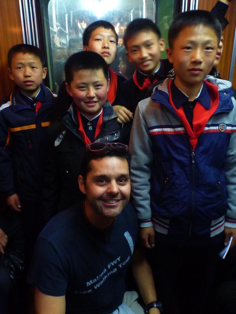 Crianças Norte-Coreanas Metro