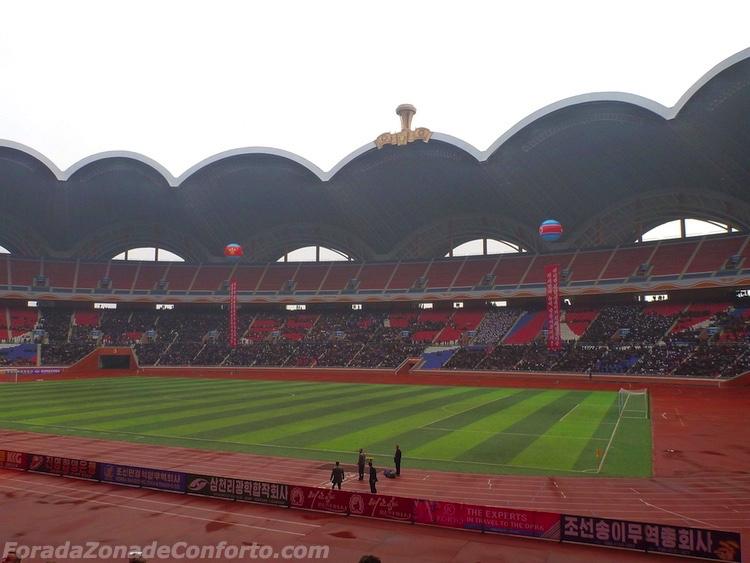 "Interior do Estádio ""Dia de Maio"" Pyongyang Coreia do Norte"
