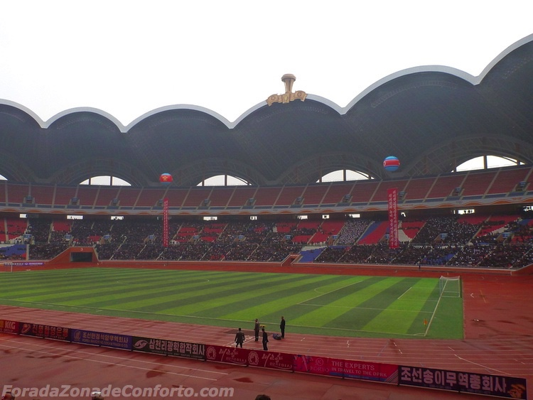 "Interior do Estádio ""Dia de Maio"" Pyongyang Coreia do Norte"