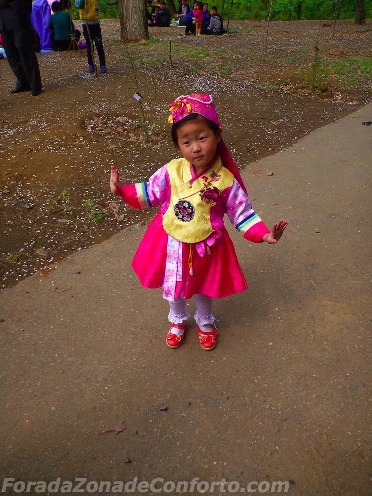 Garotinha Norte-coreana dançando
