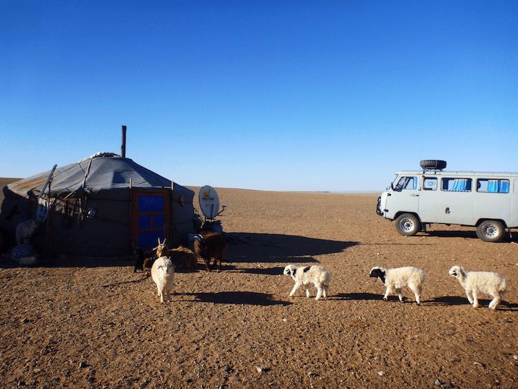 Ger e carro sovietico Mongolia