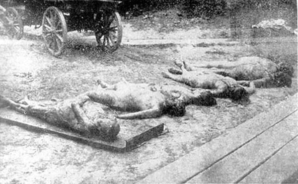 Mujeres asesinadas por la Cheka de Járkov, Ucrania. Aún vivas, los chekistas les cortaron los pechos y les quemaron los genitales, introduciéndoles carbones dentro.