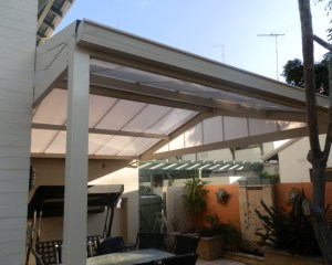 Aluminium framed, Sunpal polycarbonate roofed awning with Ziptrack cafe blinds
