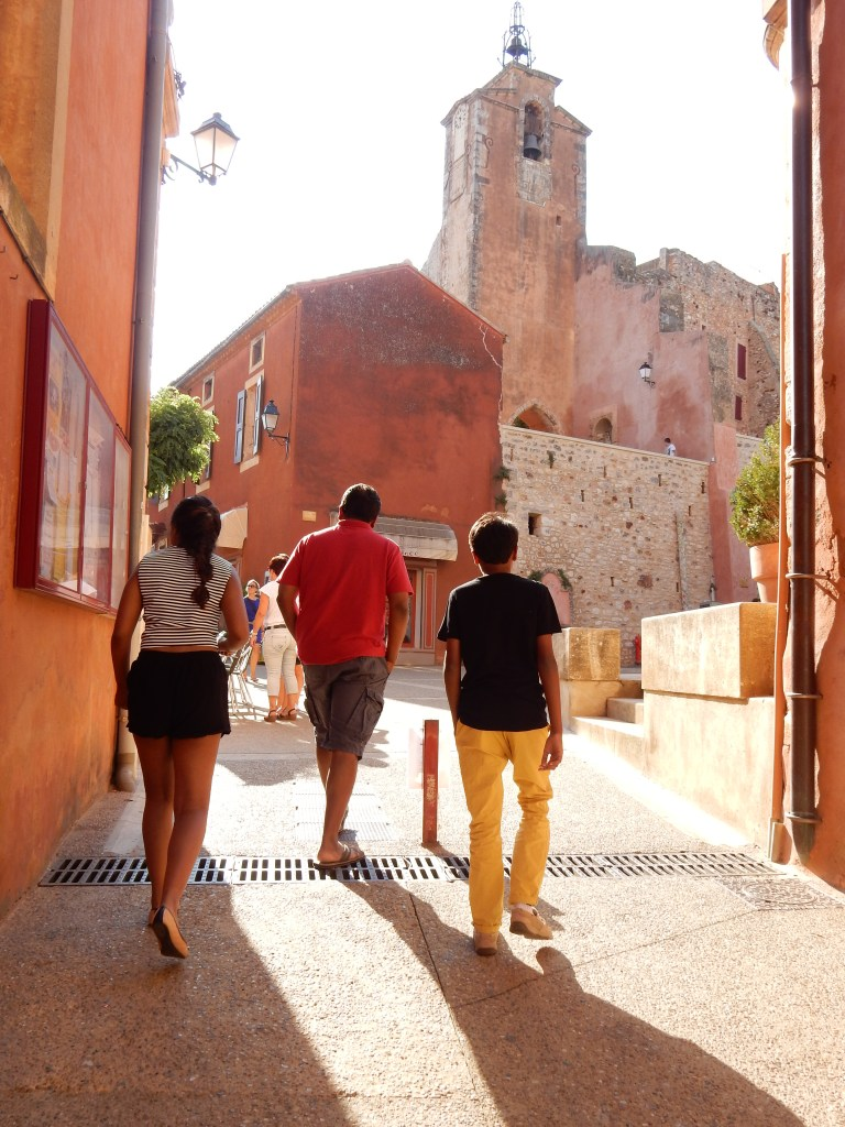 Roussillon : The ochre-red village of Provence