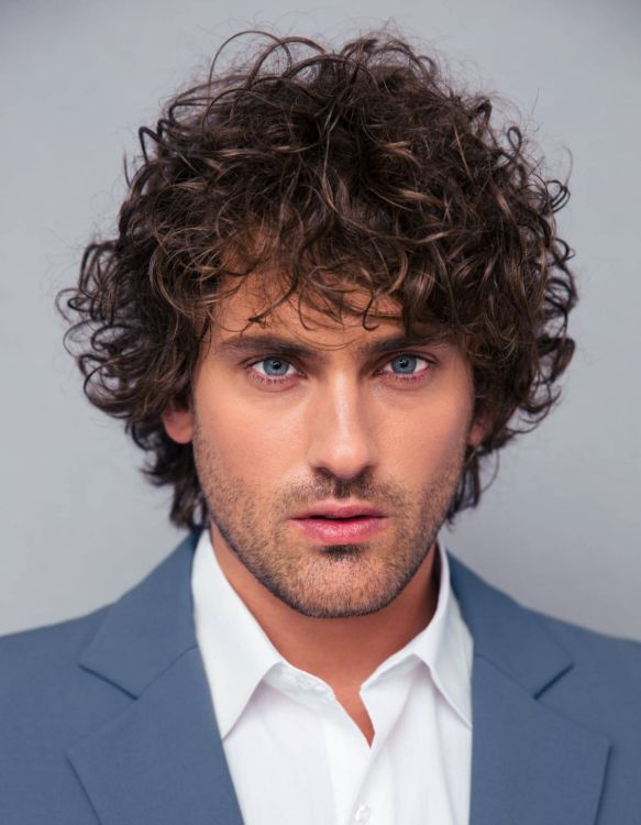 Long Messy Curls with blue eyes