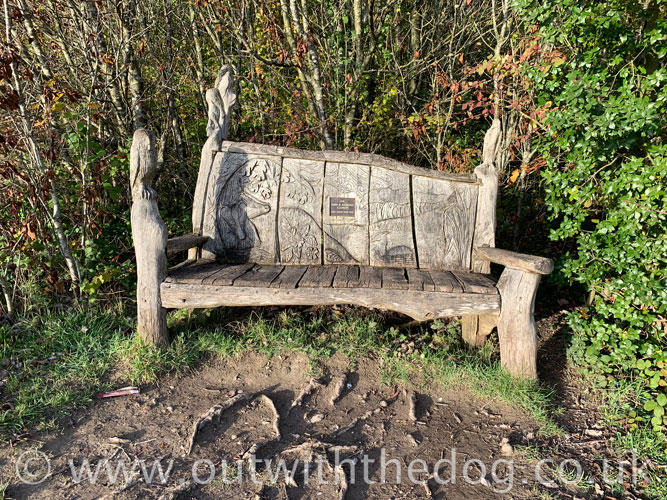 Lullingstone Country Park: Carved bench