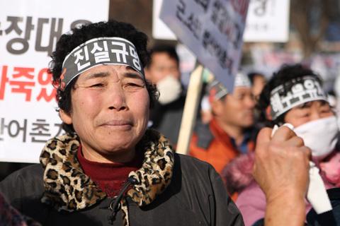 Pêcheurs sud-coréens dans la rue