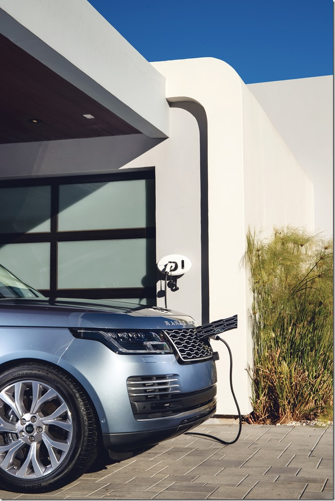 2018 Range Rover PHEV in Action (4)