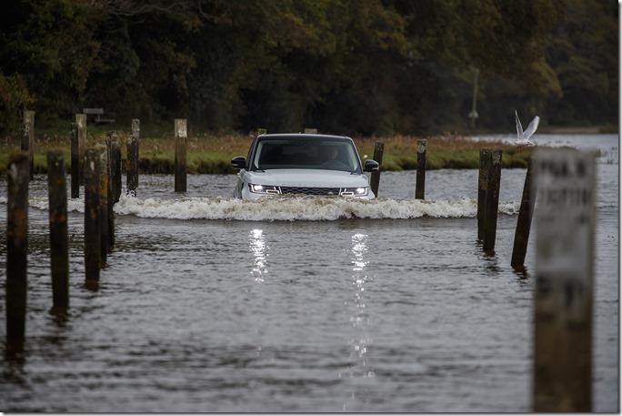 2019 Range Rover Sport PHEV Open Water Challenge (13)