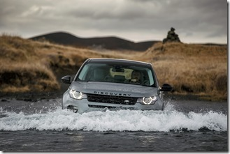 Land Rover Discovery Sport in Iceland - Scotia Green (3)