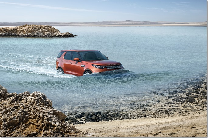 Land Rover Discovery in Action (23)