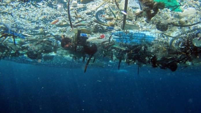 Okyanuslardaki plastik atık problemi büyüyor