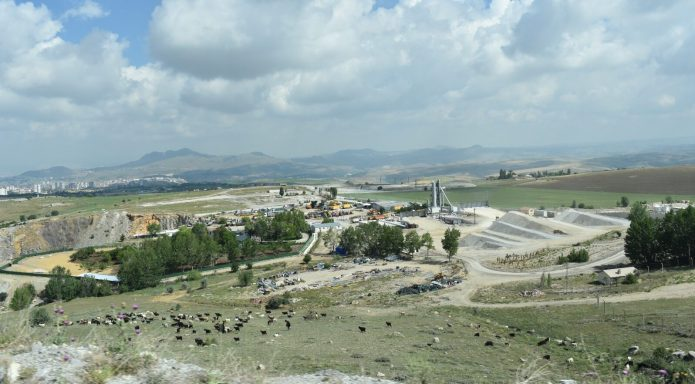Taş ocakları, doğa harikası Kıbrıs Köyü Vadisi'ni katlediyor!