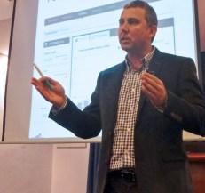 Guillermo Vilarroig, director de Overalia, impartiendo el curso de analítica web en CEBEK.