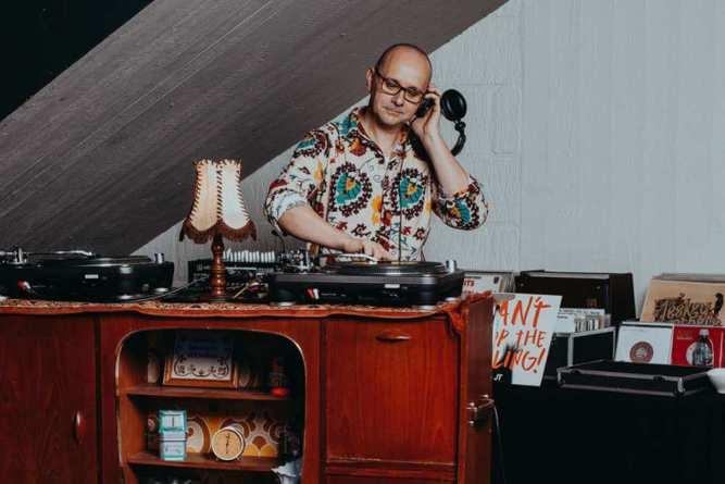 Retro DJ Provo