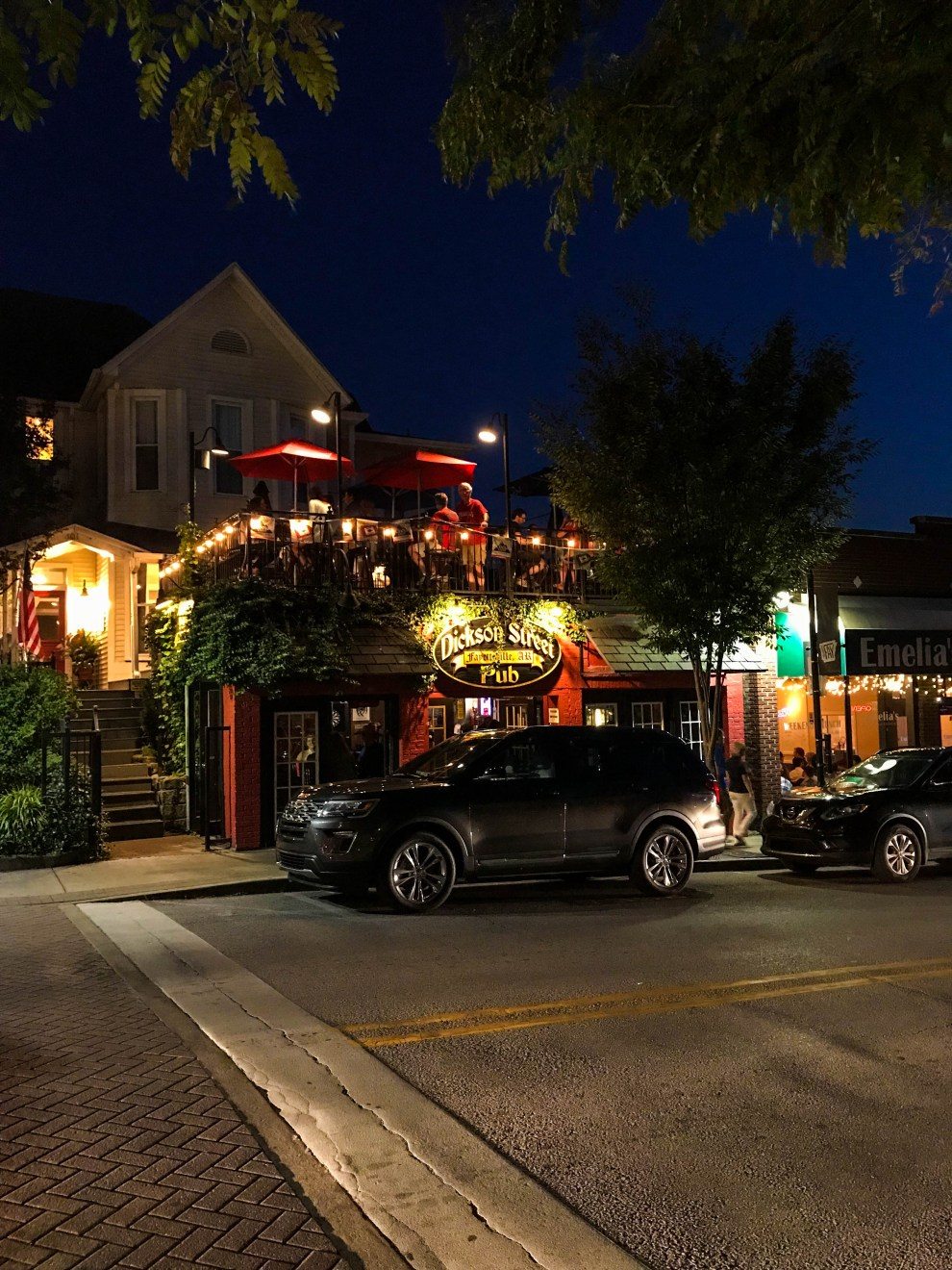 Fayetteville City Guide - What to do, where to eat and what to see!